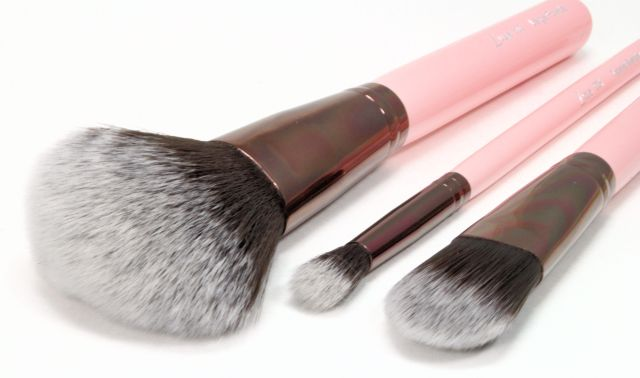 luxie brushes. pink makeup brushes luxie