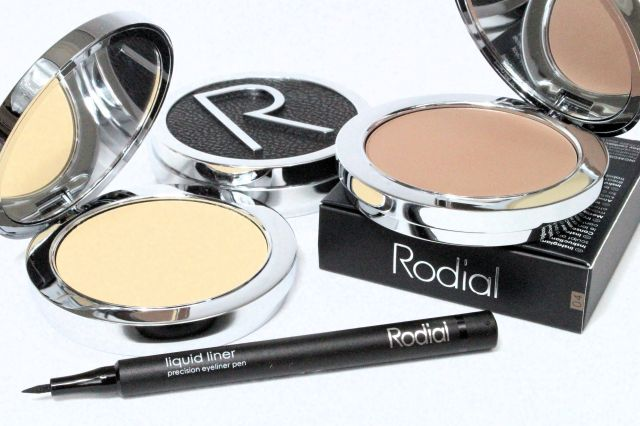 rodial-makeup-review-banana-powder.jpg